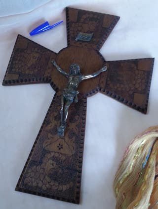 Crucifijo vintage. En madera y metal.