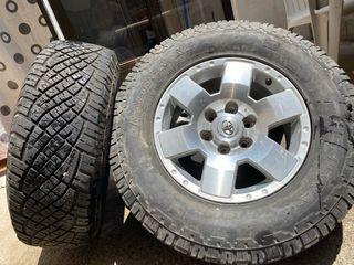 Llanta original Toyota con neumático