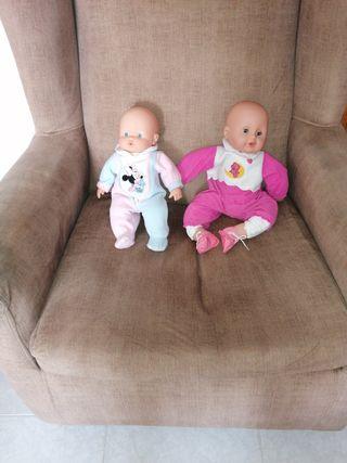 2 muñecas