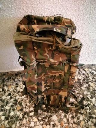 mochila mimetizada