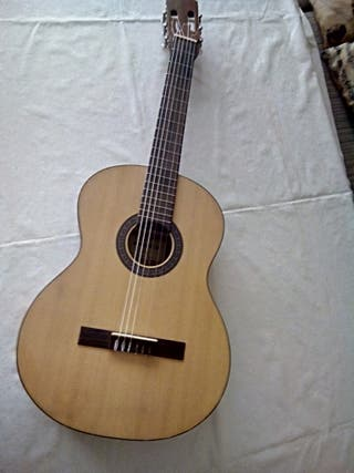 Guitarra clásica española marca Admira Alba
