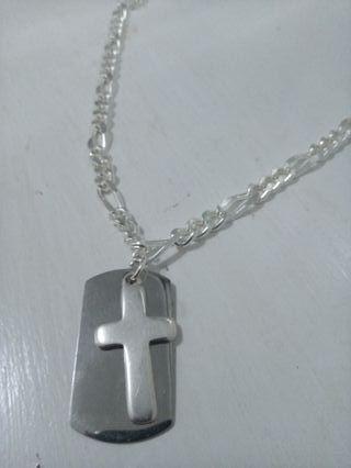 Collar de hombre de eslabones con placa y cruz
