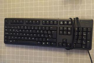 Teclado negro con cable para ordenador
