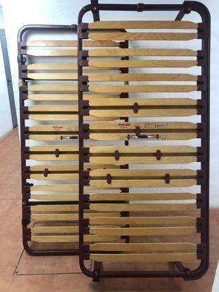 Cama individual madera lacada.