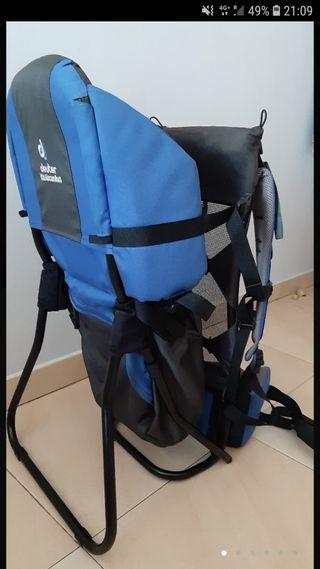mochila portabebé de montaña