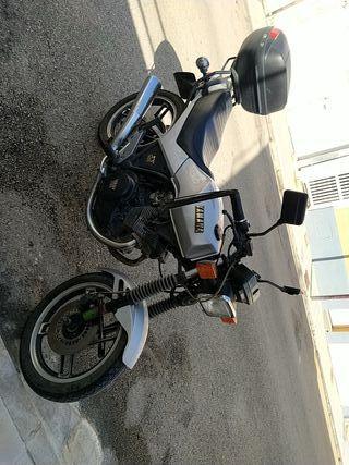 moto antigua, en Palma de Mallorca