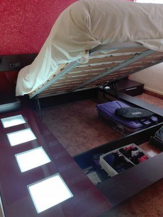 Cama canapé con colchón, mesitas, cabecero