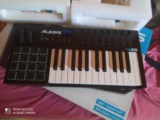CONTROLADOR MIDI- TECLADO + PADS . ALESIS VI 25.