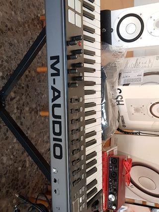 teclado controlador midi M-Audio oxygen 49