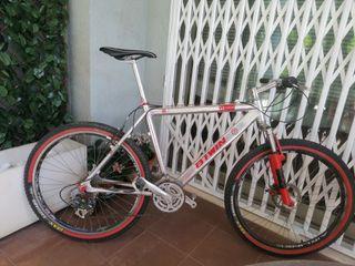 Bicicleta híbrida de aluminio