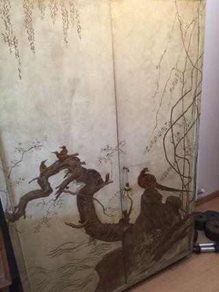 Armario antiguo decorado oriental