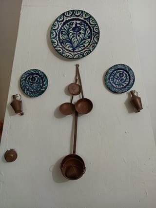 platos y y utensilios de cocina decorativos