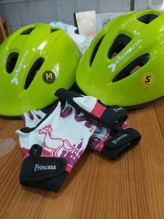 guantes y cascos de bicicleta niños/as