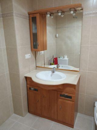 Mueble baño con espejo y luces