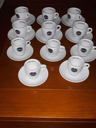 11 tazas y platos de café