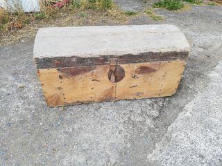 Arca o baúl antiguo para restaurar