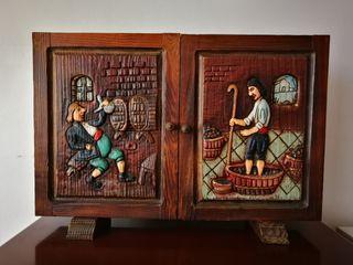 Portallaves rústico de madera tallada. Antiguo.