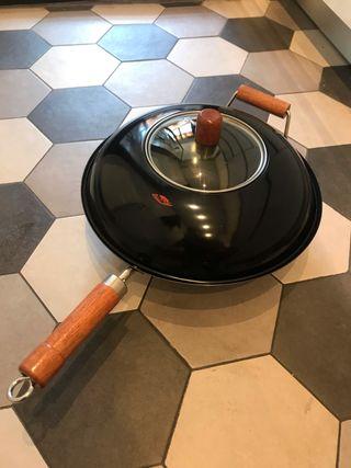 Wok para cocinar estilo asiático. Vitroceramica