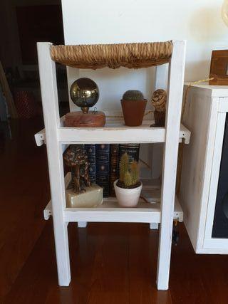 Estanteria/taburete madera con asiento de enea