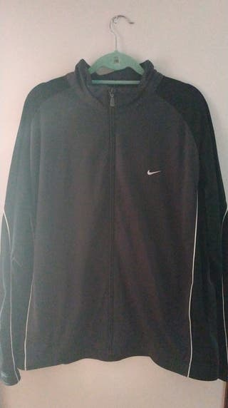 Chaqueta gris y negra Nike