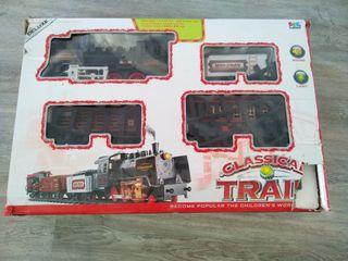 Tren de juguete a pilas y simulando vapor