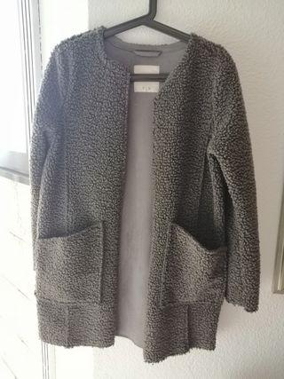 Abrigo gris de borreguito sintético