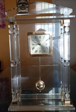 Reloj mesa metacrilato con péndulo