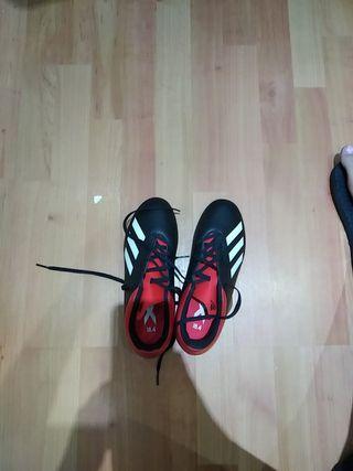 Botas de futbol con tacos adidas