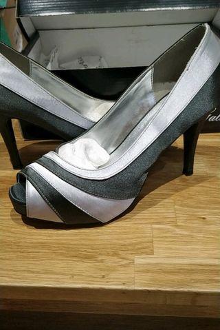zapato de fiesta gris plateado