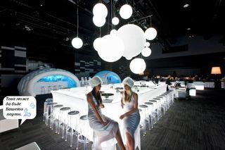 Mobiliario led barras y mesas asientos