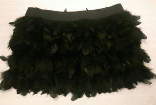 Falda negra plumas. Talla M.
