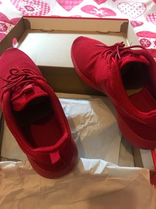 Nike Roshe One in red color