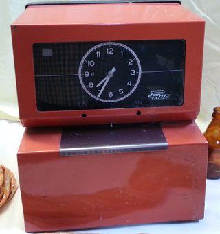 Reloj industrial para fichar. Años 80.