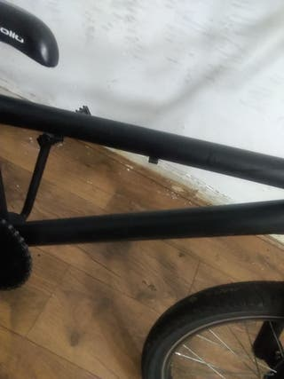 Full bmx =£25 needs new brakes both but front work