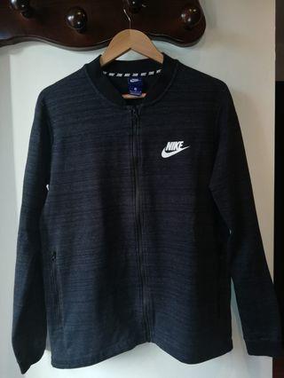 Chaqueta Nike negra. Talla M