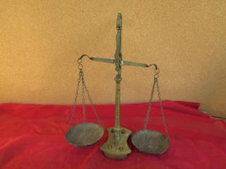 Balanza antigua joyería bronce 5 pesas