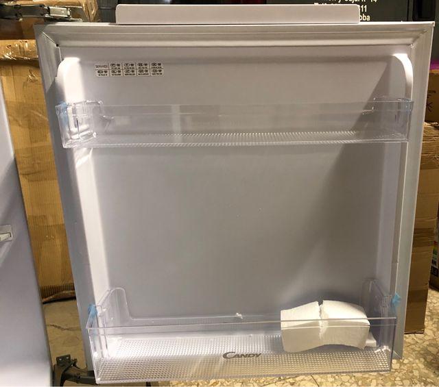 Frigorífico integrable con congelador interior