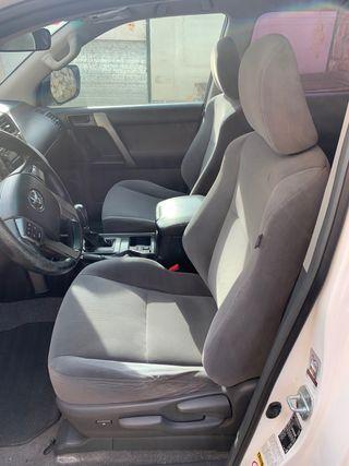 Toyota Land Cruiser 150 2011
