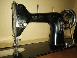 Máquina Coser Sigma Antigua con mueble