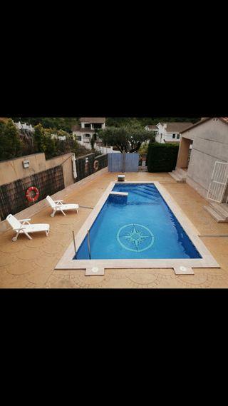 Alquiler vacacional, casa con piscina jacuzzi cascada de agua barbacoa , mes de septiembre, mínimo una semana precio día