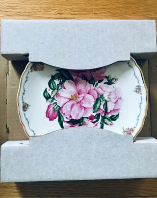 "COLLECTOR'S PLATE - ROYAL ALBERT - ""CAMELLIA"""