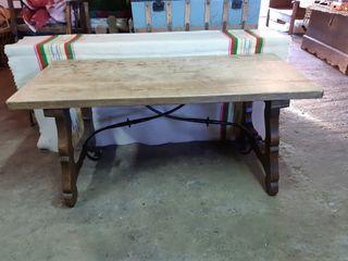 mesa antigua de hierros