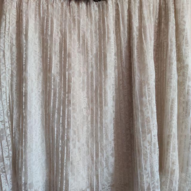 Falda blanca bordada - Stradivarius