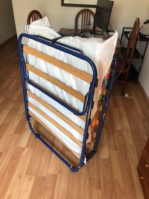 Cama plegable SANDVIKA de IKEA.