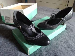 Zapatos Clarks 36 negro tacón pequeño