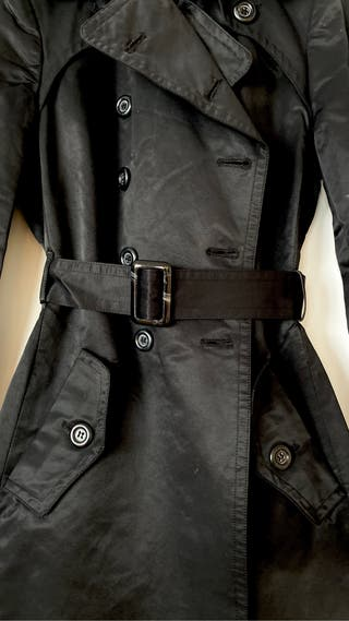 Gabardina negra de Zara