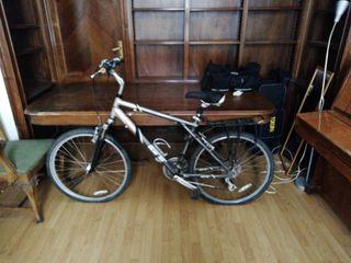 Bicicleta hibrida GT