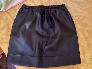 Falda negra de cuero