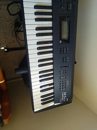 Sintetizador piano N5 EX Korg