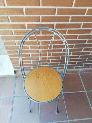 Conjunto de 4 sillas ligeras de cocina o comedor.
